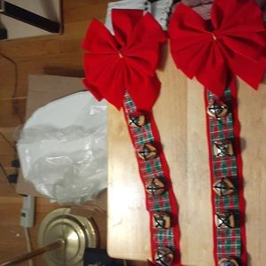 2 Wall,window,or mantel Bow and bell hangers